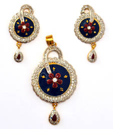 Buy different look pendant Pendant online
