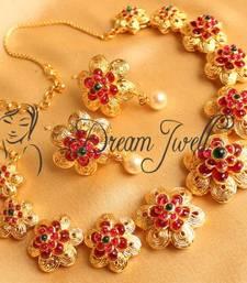Buy GORGEOUS FLORAL GOLD DESIGN INSPIRED KEMP NECKLACE SET necklace-set online