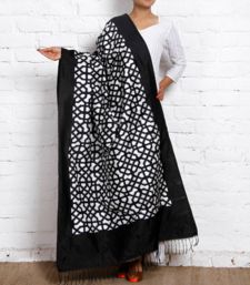Buy DOUBLE IKAT SILK DUPATTA IN BLACK AND WHITE stole-and-dupatta online