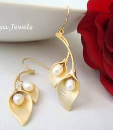 Buy Pearls in leaf earrings Earring online