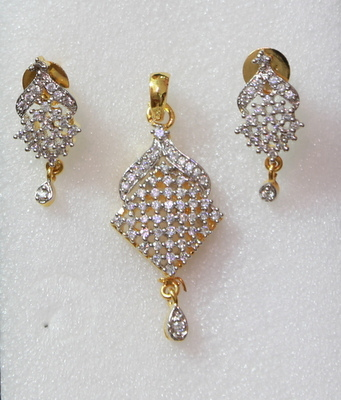 Beautiful AD Pendant Set