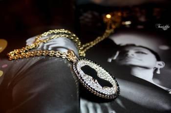 Stunning Potrait Pendent Necklace