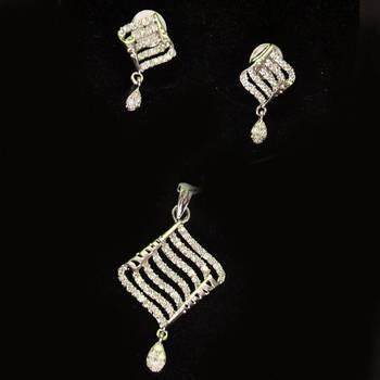 Lovely Cz American  Diamond Pendant
