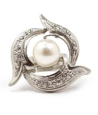 Aradhyaa Floral CZ & Pearl Ring