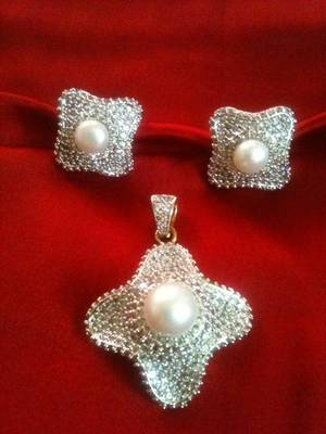 americian diamond with pearl