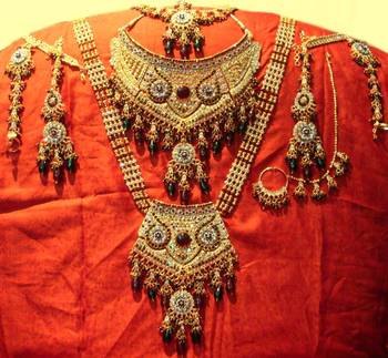 Gold Red-Green Classic Bridal Set