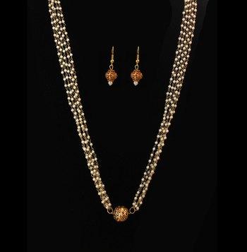 Gheru Pearl Necklace Set