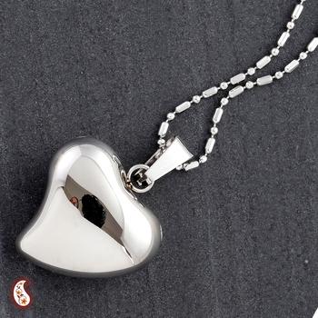 Gloss finish Heart Pendant