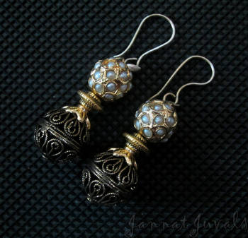 Golden earrings with pearl stone beads
