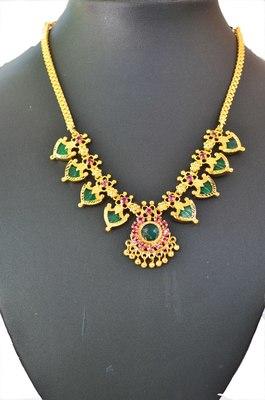 Green palakka necklace with eight palakka