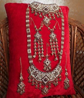 Exquisite Maroon Seven Pieces Bridal Set