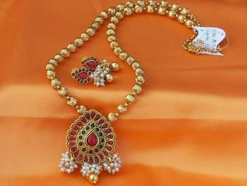 Lovely Kempu Necklace Set With Pearl Loreals