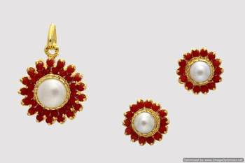 EXCLUSIVE STONE STUDDED SUN LOCKET SET WITH EARRINGS (PEARL CORAL) - PCL1041
