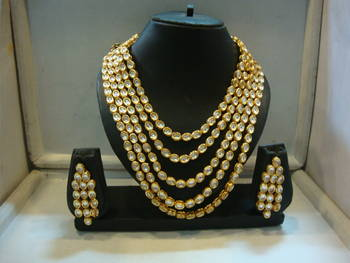Design no. 8 b.1482....Rs. 11650....pre order set...will be made in 10 days after payment.