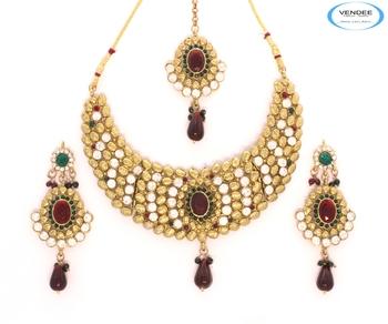 Attractive diamonds necklace jewelry