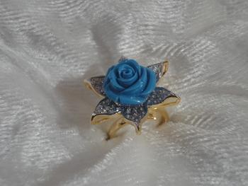 Blue flower petal (r-36)