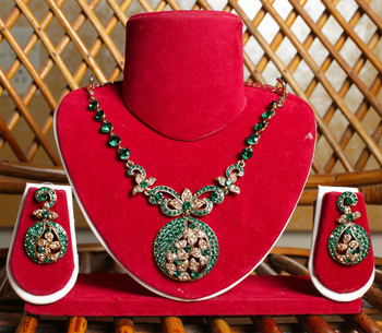 Emerald Green Gold Chunky Pendant Necklace Set