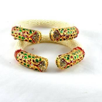 Vibrant stretchable bangles