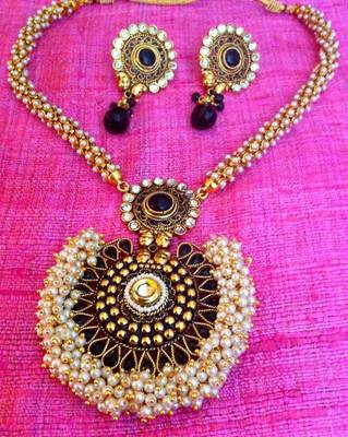 Pretty chandni pearls with black stone pendant & bridal necklace sets with chandni pearls v308k
