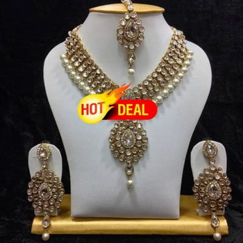 Dazzling kundan set in White Stones and Pearls