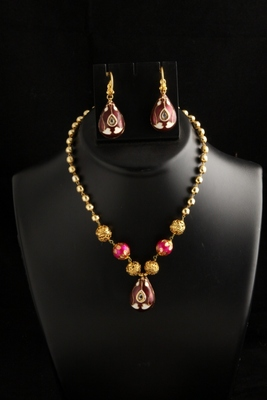 stylish pink and megenta color mala/necklace set with big earrings