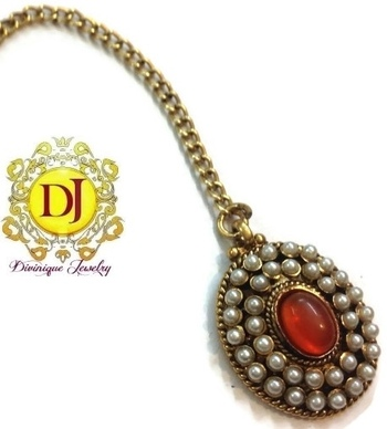 Oval Red and white Pearl polki maang tikka