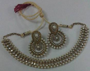 Traditional Kundan Necklace set with Designer Pearl Earings