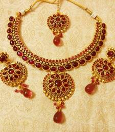 Buy Beautiful Kemp Wedding Bridal Necklace Set With Maang Tikka gifts-for-girlfriend online