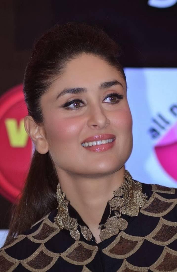 Black dress kareena kapoor - Kareena Kapoor Wear Beautiful Anamika Khanna S Black And Gold Floor Ankle Long Length Anarkali Frocks Suits 2014