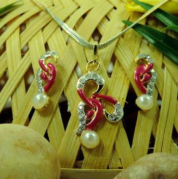 Tiny Red Ad Locket Set with Mee0 Work