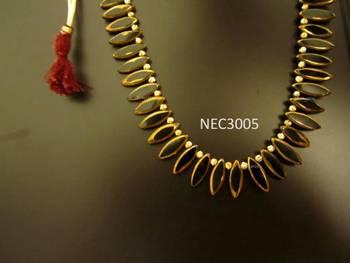 Black leaf shaped glass beads necklace set