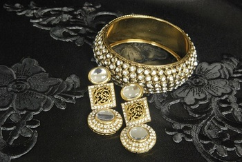 Gold Plated Handcrafted Kundan Earrings & Stones Kada