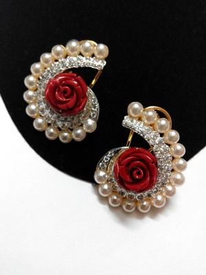 beautiful pearl earring