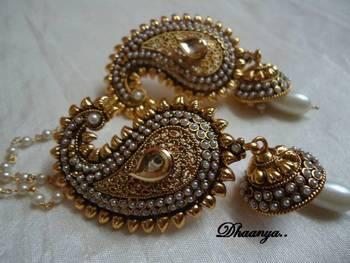 Mango Earring