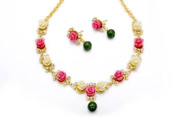 BEAUTIFUL FLOWER CORAL NECKLACE SET WITH EARRINGS (Peach WHITE) -