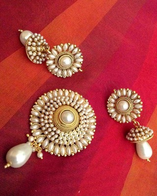 Elegant glowing pearl flower pendant set India copper ethnic jewellery