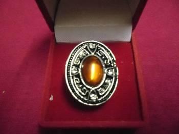 Trendy golden ring