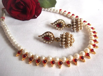 Maroon Pearl Necklace Set