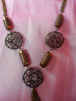dull gold wired necklace