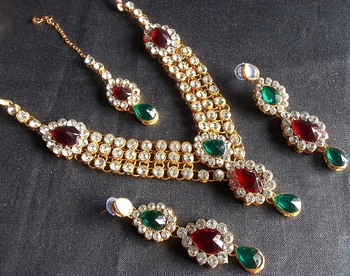 Multi stone three line necklace set