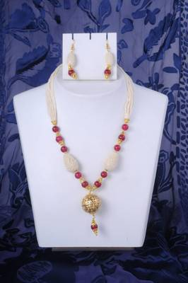 Pearl Necklace Set in Maroon