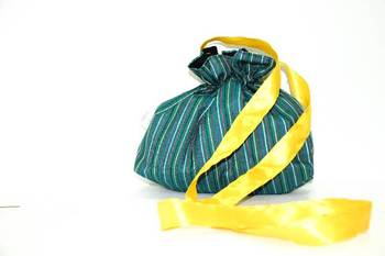 Dark Green Threaded Multiple Strips Side Cling