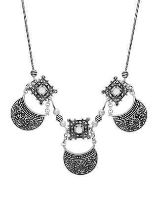Silver pearl necklaces