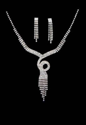 Just Women - Beautiful Chandelier design Crystal Necklace set