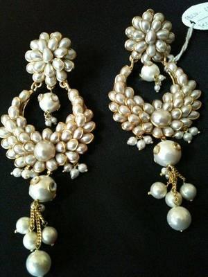 pearl heavy earring