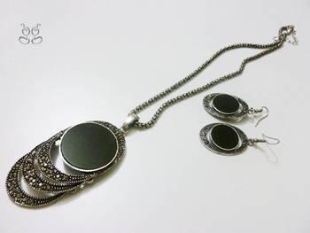 Black metal fancy necklace set