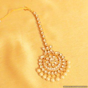 Bridal flower pattern kundan maang tikka