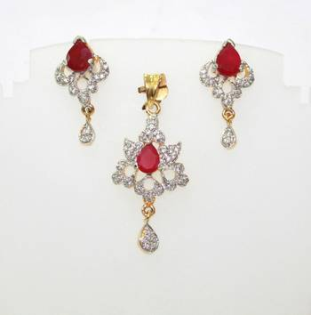 CZ STONES SURROUNDS THE PEAR SHAPE RUBY GOLD PLATED DASHING PENDANT EARRING SET
