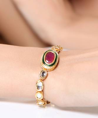 Attractively designed Kundan bracelet